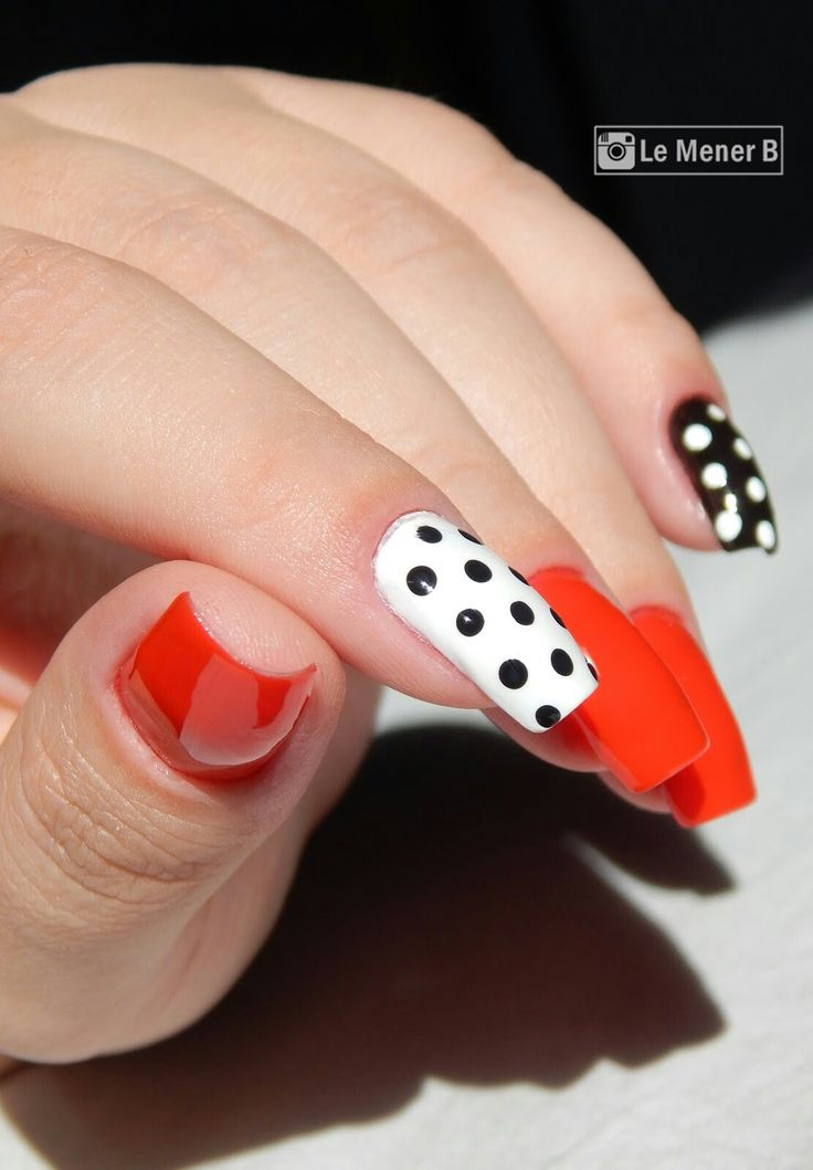 #nail #nails #rednail #unha #unhas #nailart #vermelho #red #polish #redpolish #nailpolish #glaze #lacquer #verniz #manicure #forgirl #love #fashion #neon #unhadecorada #bolinhas #polka #dots #poa #vintage #vintagenails