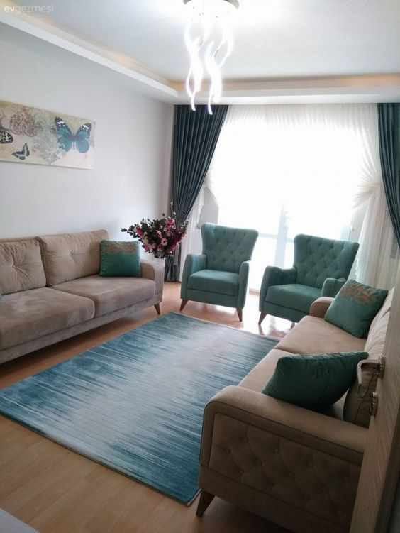 Einfache Möbel, die mit Mustern angereichert sind. Das harmonische Haus von Hilal Lady.   – Koltuk