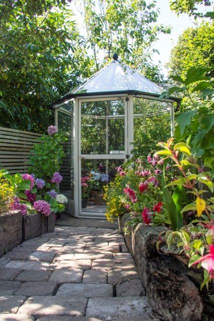 Rhino diamond octagonal greenhouse vegetable gardening for Octagonal greenhouse plans