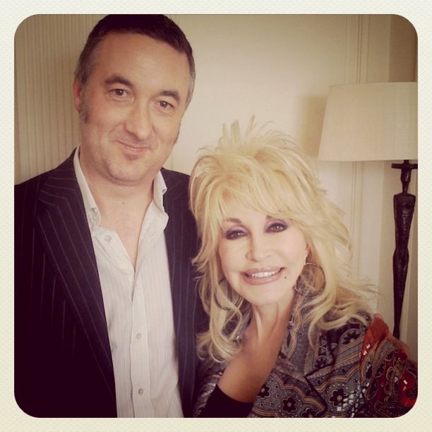 dolly parton and her husband | Who gets to see her without the wigs and make-up?
