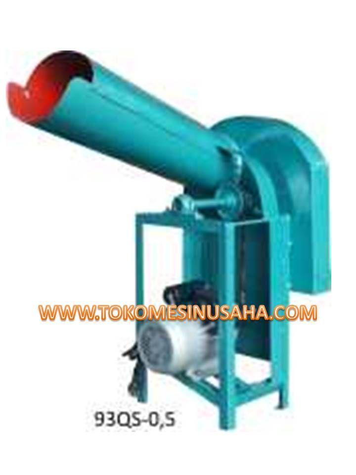 Mesin Pencacah Rumput gajah adlah mesin yang digunakan untuk mencacah rumput gajah, alang-alang, sayuran, batang jagung dan sejenisnya untuk kebutuhan pakan ternak. Spesifikasi :      Tipe           : 93QS – 0,5     Dimensi     : 71 x 50 x 90 cm     Kapasitas  : 450 – 500 Kg/ jam     Power        : 1100 W     Daya          : 220 V     Rotasi        : 2800 rpm     Berat         : 36 Kg