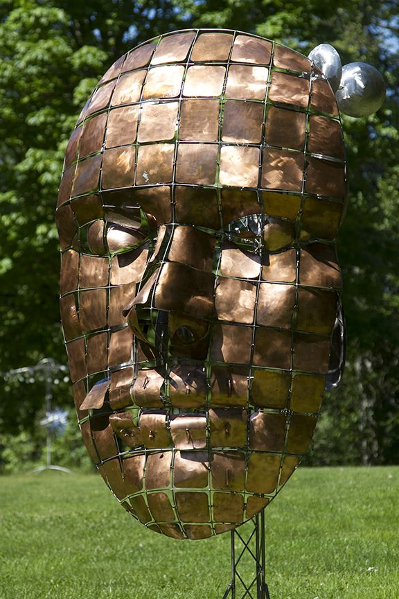 The awesome Kinetic Sculptures of Anthony Howe attract our senses in a powerful way as soon as we lay eyes on them.
