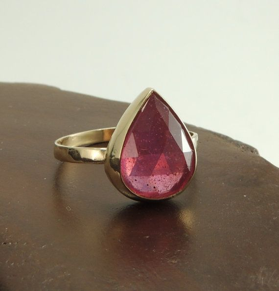 Gold and raspberry SAPPHIRE ring by PointNoPointStudio.