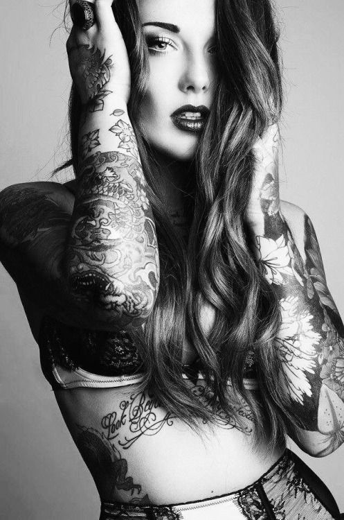 Pics of girls with tattoos — img 5