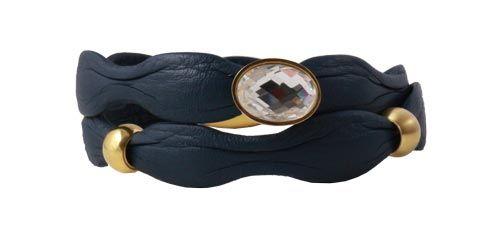 armbånd med blåt læder i bølgefacon - Til dette armbånd skal du bruge følgende materialer:  ca. 39cm. blåt bølget læder 1 stk. magetlås, forgyldt stål 5mm 1 stk. krystalcharm i forgyldt stål 1 stk. perle i forgyldt stål 1 stk. perle i mat forgyldt stål + lim