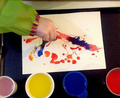"""Qualcuno disse: """"I bambini sono portatori sani di arte"""". Ecco il nostro laboratorio di pittura creativa con il contagocce (alla scoperta dei colori) #pitturacreativi #colori #laboratoriperbambini"""