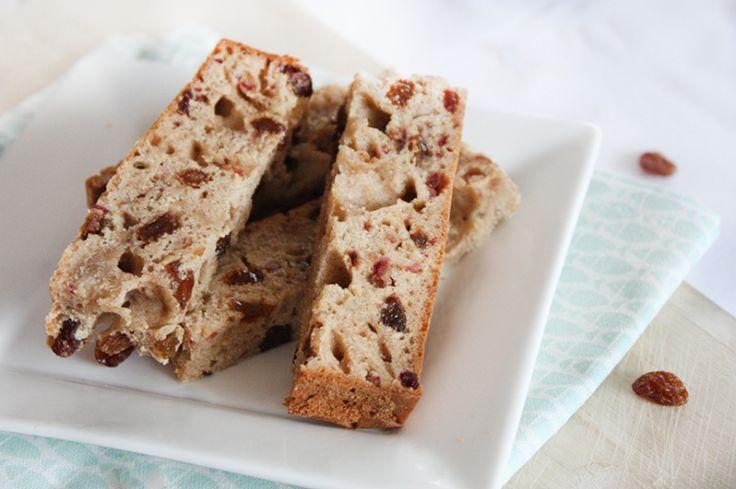 In het Skinny Six-kookboek staat een recept voor ontbijtkoek. Vandaag maken we een variant daarop, speciaal voor de kids: gezonde koekrepen met rozijntjes. Lekker en verantwoord om mee te geven naar s