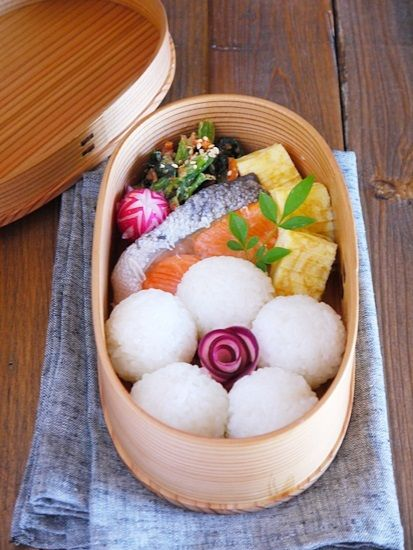 Bento Lunch - flower rice balls
