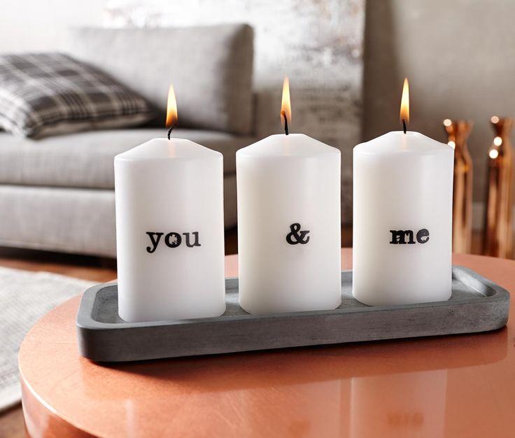 249 Kč Stylový základ! Strohý půvab betonu, který patří mezi velmi módní materiály, vykouzlí v kombinaci s teplým svitem svíček cool, a přesto útulnou atmosféru. Tento podnos poskytuje místo na tři válcové svíčky.