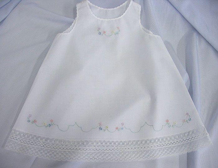 Blanca Nelona bordado del vestido del bebé de la señora Dot (antiguo. Fash. Baby)