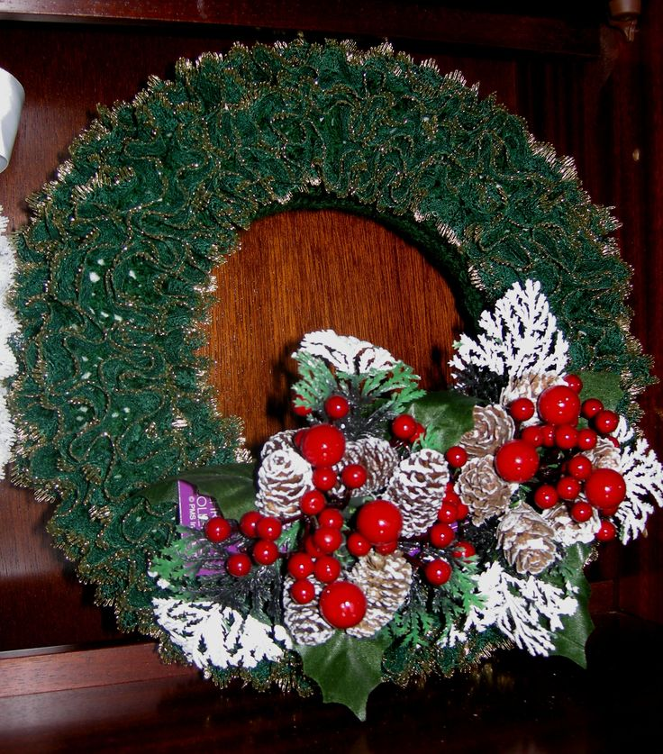 Knitting Pattern For Christmas Rose : 11 best wreaths images on Pinterest Eyelet lace, Wreaths and Christmas wreaths