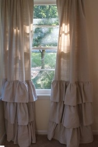 love these.  takes me back to my childhood...back when my mom had Dorthy's Original Ruffled. Did anyone else have those?  Probably gonna have to get these for my daughter's big girl room.  :)