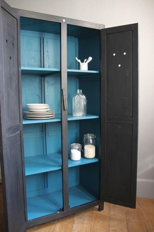 Armoire patinée en noir et intérieur bleu canard - Petite Belette