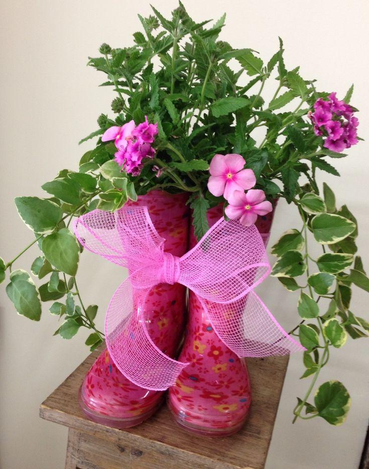 57 best images about plants in shoes on pinterest for Crocs fleurs