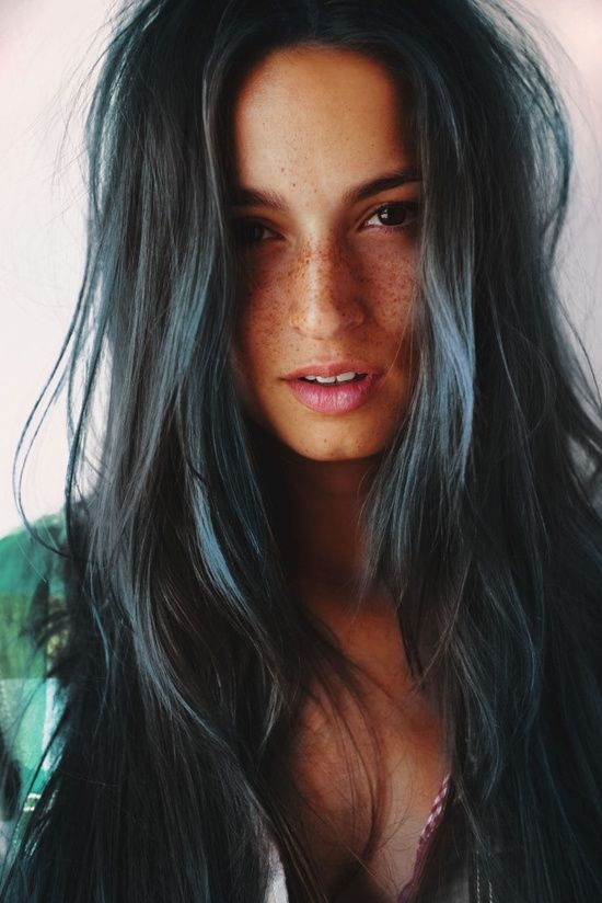 Dark green hair - absolutely gorgeous, love that its kind of subtle so it doesn't get to overwhelming