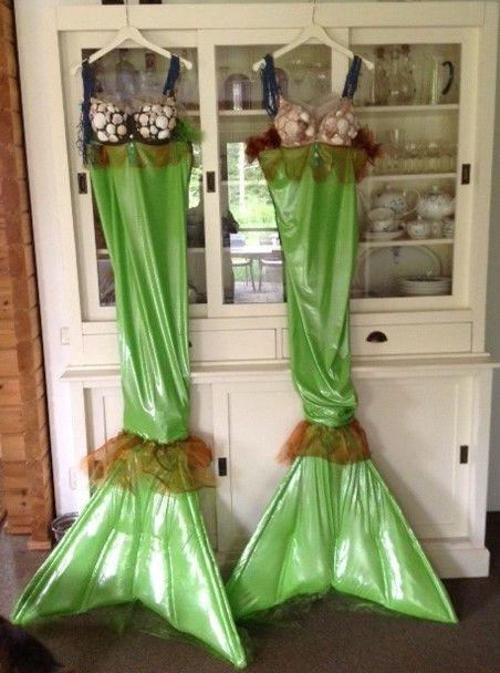 de 2 zeemeerminnen kostuums die worden gebruikt door First Floor theater bij feesten, partijen en meer...