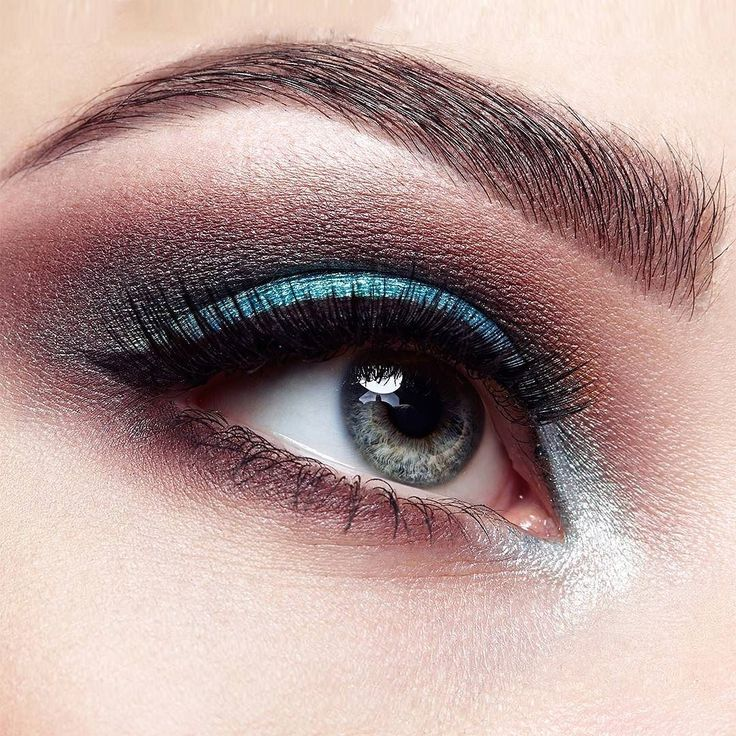 Both men and women can suffer from eyebrow hair loss. For women the most common cause of reduced or absent eyebrow hair is either over-zealous plucking or laser hair removal. #eyebrows #eyes #overplucking #beauty#cosmetic#hairtransplant #eyebrowtransplant