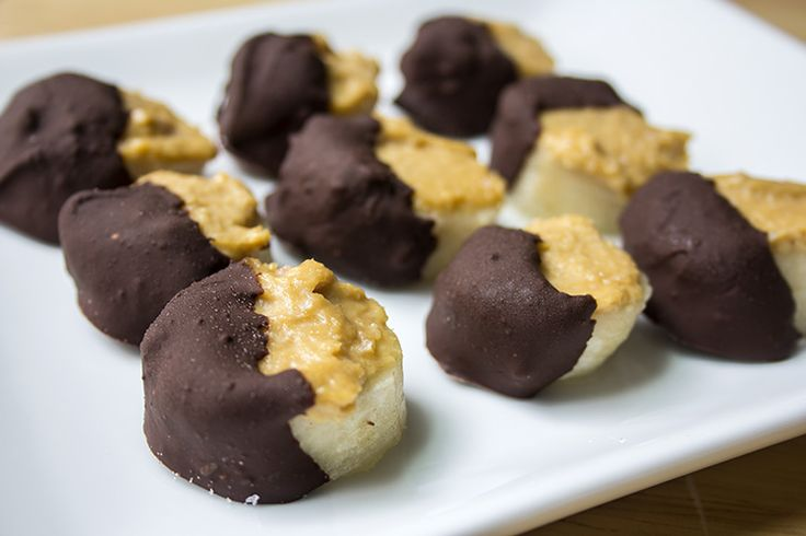 Chocolate Covered Peanut Butter Banana Bites: Peanut Butter Bananas, Recipe, Skinny Mom, Healthy Snacks, Chocolates Peanut, 200 Calories, Chocolates Covers, Covers Peanut, Bananas Bites