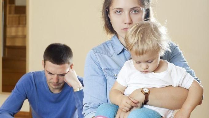Razveze: zakaj so otroci običajno dodeljeni materam? Gre za diskriminacijo očetov? - siol.net