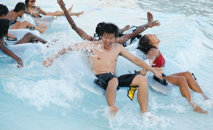 #1 [DAY1-PAGI] Main di Wild Wild Wet pasti seru. Cobain semua wahananya: Slide Up, Torpedo, TSUNAMI. Capek main, kita bersantai sambil minum jus mangga. Take our time to enjoy the waves as we lie back and soak up the sun and fun on JACUZZI. Well, Jacuzzi is the answer to tired bodies in need of recharging. Woohoo..!! Pasti cewe2 klepek2 liat gue sama bang Tian telanjang dada. #SGTravelBuddy