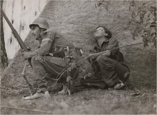 Gerda Taro and soldier, Córdoba front, 1936. Photo: Robert Capa
