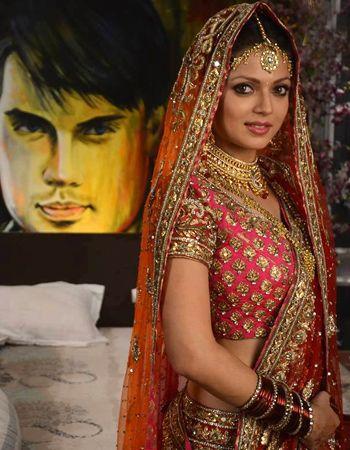 Drashti Dhami ecstatic wearing a Neeta Lulla creation!