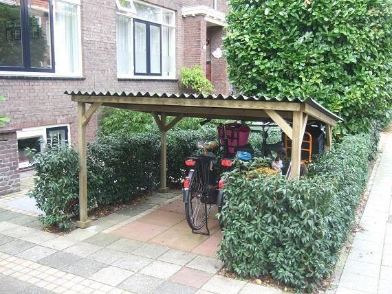 Afdak voor fietsen in de voortuin