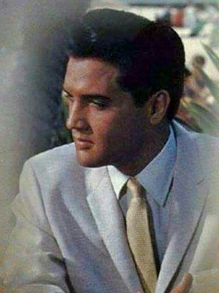 A BEAUTIFUL PICTURE OF ELVIS.......WE ALL MISS YOU ELVIS.....LOVE…