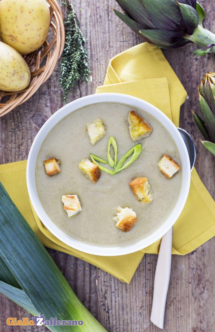 La vellutata di carciofi e porri (cream of artichoke and leek soup) è un ottimo #comfortfood anche gustato solo con un filo d'olio d'oliva a crudo. #ricetta #GialloZafferano #italianfood #italianrecipe