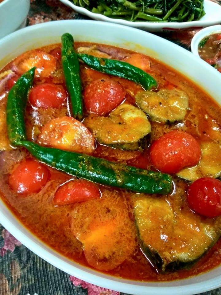 Cara Memasak Tumis Dulu Bahan Hiris Masukkan Juga Daun Kari Biar Garing Tapi Tidak Hangit Selapas Itu Masukkan Halba Campur P Malaysian Cuisine Food Cuisine