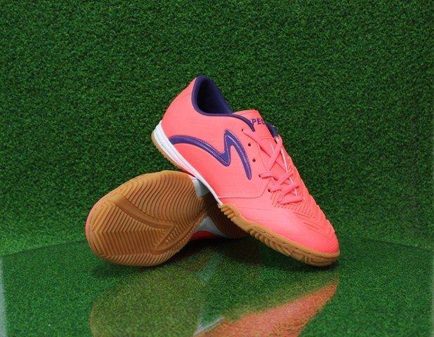 Sepatu futsal Specs juga hadir dengan harga yang cukup terjangkau apalagi produk Specs adalah buatan pabrik Indonesia. Dengan membeli dan menggunakan sepatu futsal Specs, secara tidak langsung anda akan turut serta dalam usaha memajukan industry Indonesia.