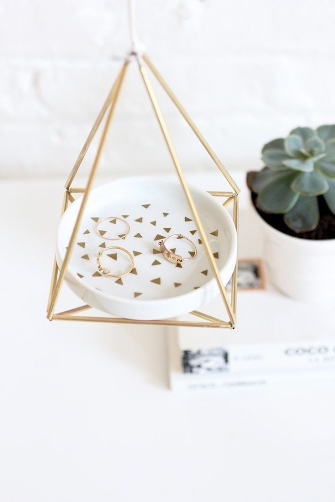 Upgrade your jewelry dish with this DIY brass himmeli hanger project.