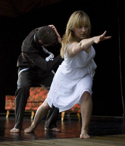 Buolas / Frost (2008) - Koreografi Julia Planterhaug - Dansere Julia Planterhaug & Björn Nilsson - Foto ukjent