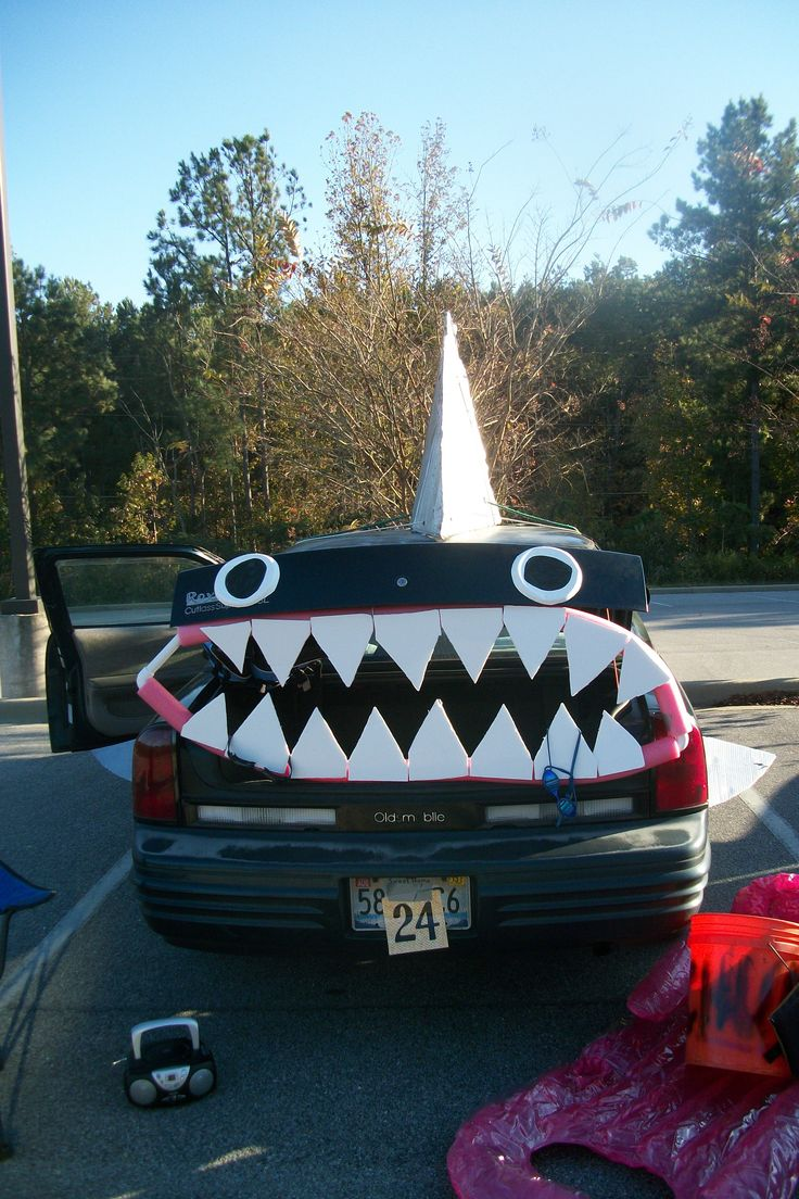 our award winning shark decorated car for trunk or treat - Halloween Decorated Cars