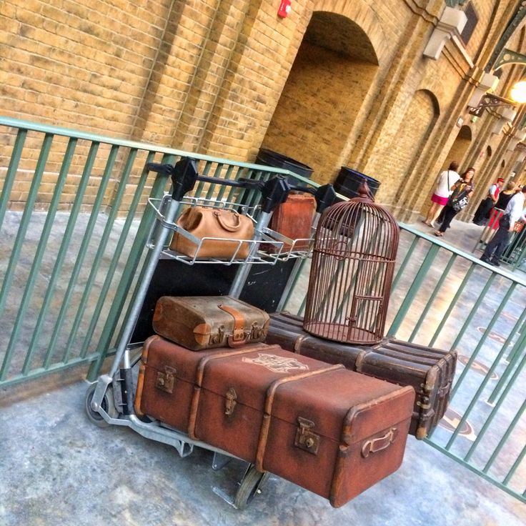 The Wizarding World of Harry Potter - Diagon Alley - Hogwarts Express Kings Cross Station
