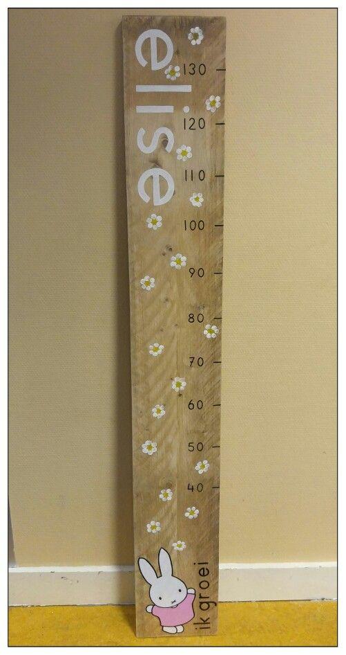 Kraamcadeautje voor de juf (ieder bloemetje is gemaakt met de vingerafdrukken van 1 kind)