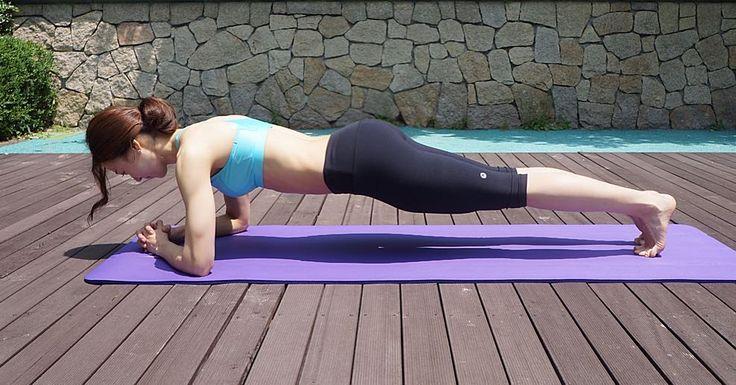 여름이다! 뱃살아 가라 플랭크 -전신운동코어운동  홈트레이닝으로 유명하죠?! 복부운동 후 초를 늘려가며 해주세요. . 지면에 엎드려 양 팔꿈치를 어깨아래 두고 양발을 모은다. 무릎을 완전히 펴 허벅지와 엉덩이에 힘을 퐉 준다. (허리가 꺾이지 않도록 주의한다.) - 배꼽은 몸 중심으로 끌어당기는 느낌으로 복부를 긴장시킨다. (20-30초씩 이틀간격으로 시간을 늘려해보세요) TOP : 도로시 BRA BOTTOM : 라벨르6부레깅스 #마모트#마모트우먼스클럽 #마모트퍼포먼스 #마모트서포터즈 #marmot  #헬스#피트니스#운동#운동하는여자#웨이트#요가#필라테스 #코어운동#스포츠#스포츠웨어#사진#촬영#health#healthy #fit#fitness#yoga#pilates#sport#workout#exercise #daily by berryssom