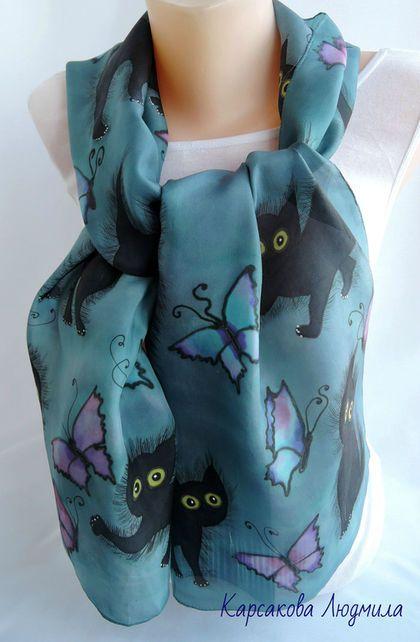 Купить или заказать Батик шарф'Котята' в интернет-магазине на Ярмарке Мастеров. Котов много не бывает. 16 воспитанных котят мечтают встретить заботливую хозяйку. Черные и пушистые котята на не ярком сине-слегка зеленоватом фоне. Больше приглушенного цвета морской волны с неярким синим. Легкий и позитивный шарфик подойдет к джемперу, украсит повседневное платье, очень хорошо будет смотреться с белой рубашкой.