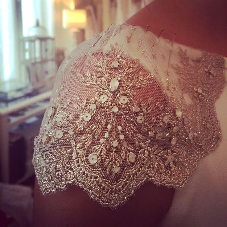 Estudiar cada milímetro de un vestido buscar la excelencia en cada detalle emocionarme con el resultado... No puedo explicar lo que significa para mi el proceso de diseñar y hacer realidad un boceto, una idea, una ilusión... Amo mi trabajo !! #atelier #couture #weddingdress #bride #marriage #boda #handmade #lovemywork !!!!