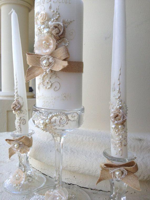 Rustico Chic matrimonio unità set candela - 3 candele e 3 candelieri di vetro con della tela da imballaggio, decorazione di pizzo e perle, cerimonia unità dell'annata di PureBeautyArt
