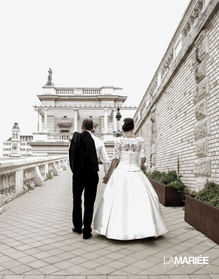 Our bride is wearing Baronda dress from Pronovias/ A mi menyasszonyunk a Pronovias Baronda ruhában