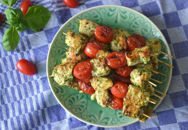 KIP - Kip-pesto spiesjes > kipfilet, cherrytomaatjes, basilicum, Parmezaanse kaas, knoflook, olie