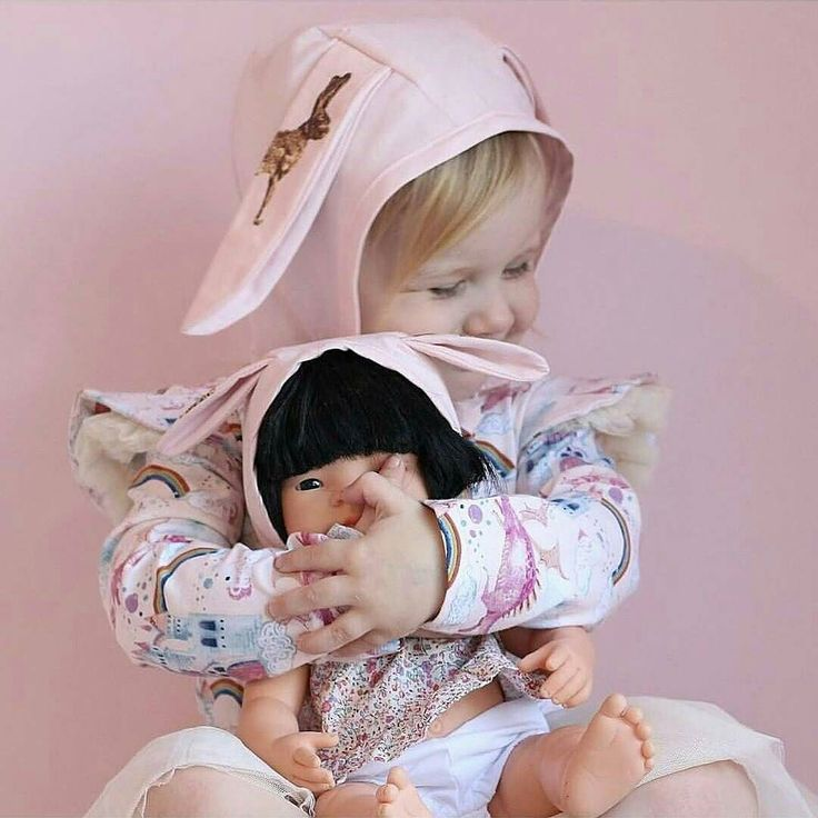 Still love these shots from @2masters_and_a_miss so much! Our regular bonnets can be made into both miniland doll sizes