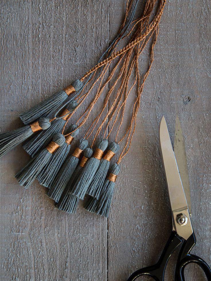 Garnquasten - yarn tassel in linen grey and copper - video tutorial on the blog | GARN & MEHR