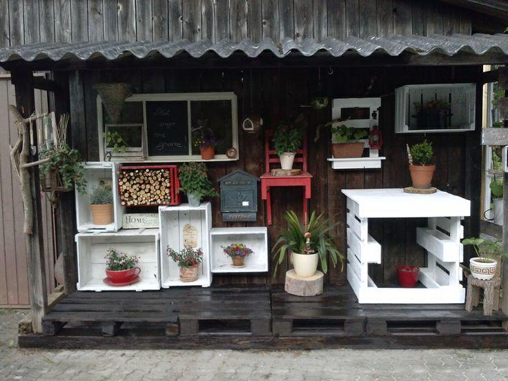 Unterstand, Paletten, Garten, altes Fenster, Kisten,...