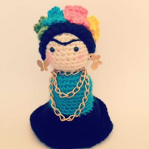 Amigurumi crochet Frida Kahlo