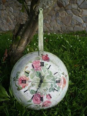 Una idea para reciclar tus viejas sartenes, sarten convertida en reloj