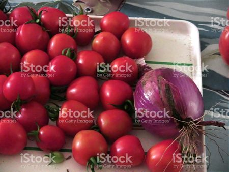 pomodori con una cipolla