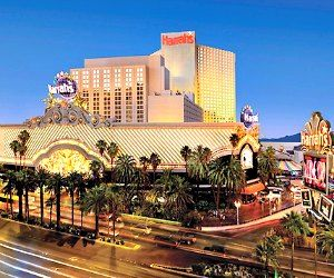 Reviews of the most fun, cheap Las Vegas hotels located right on the Strip: Stratosphere, Bally's, Harrah's, The Linq