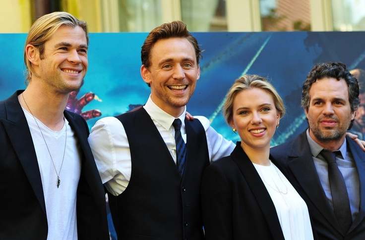 El elenco de ''The Avengers'' presentará los Oscar. Como respuesta al entusiasmo del público por la cinta, los actores presentarán un premio de la academia, que tendrán lugar el 24 de febrero y se emitirán en directo por el canal ABC en Estados Unidos. La ceremonia se podrá seguir en vivo en 225 países.